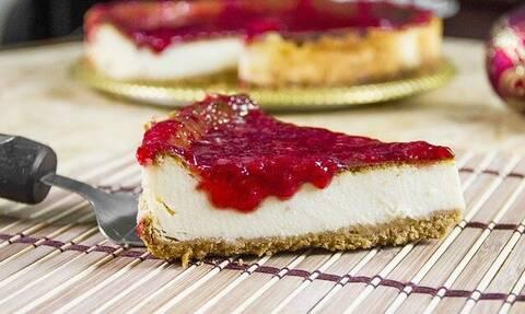 Άκης Πετρετζίκης: Αυτό είναι το πιο γρήγορο cheesecake