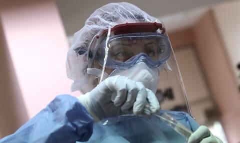 Κορονοϊός: Η αντοχή σε εξουδετερωτικά αντισώματα και οι δυσκολίες στην ανάπτυξη εμβολίων