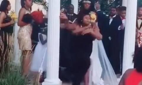Χαμός σε γάμο: Η κόρη της νύφης έδειρε καλεσμένη