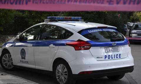 Σε κρίσιμη κατάσταση αστυνομικός: Τον χτύπησε ΙΧ που δεν σταμάτησε σε έλεγχο