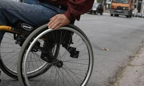 Σοκάρει η δικαιολογία για παρκάρισμα σε ράμπα ΑΜΕΑ: «Ποιος ανάπηρος κυκλοφορεί στις 22:00»