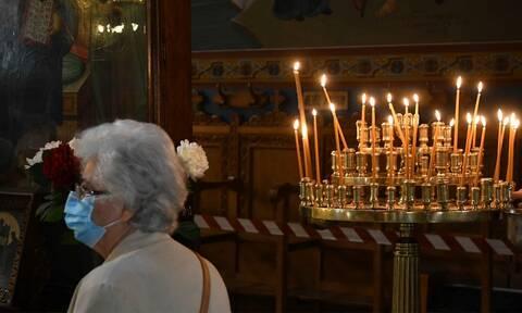 Κορονοϊός στην Ελλάδα: Υποχρεωτική η μάσκα στις Εκκλησίες