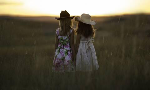 #SistersDay: Ημέρα αφιερωμένη σε εσάς και την αδελφή σας