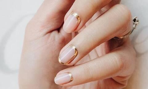 Τα #SatinGoldNails είναι το νέο trend στα νύχια