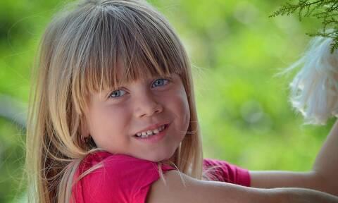 Πότε αλλάζουν τα πρώτα δόντια τα παιδιά;