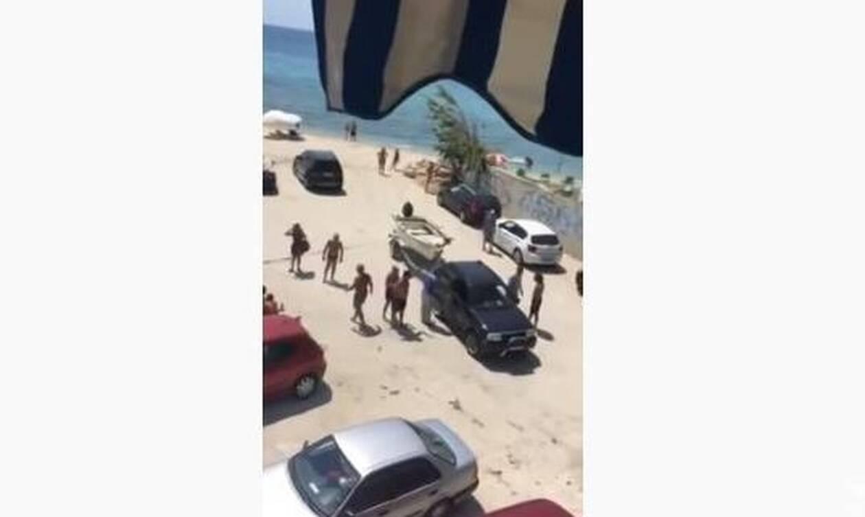 Χαλκιδική: «Σύρραξη» στην παραλία - Αγριο ξύλο και βρισιές για... μια βάρκα