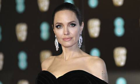 Angelina Jolie: Το... αυστηρό βλέμμα των περαστικών, στη διάσημη ηθοποιό