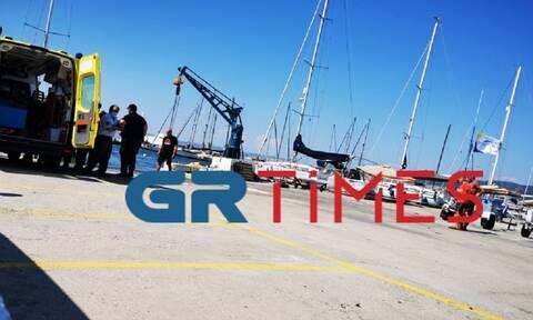 Τραγωδία στη Θεσσαλονίκη: Βούτηξε από σκάφος και πέθανε (pics)
