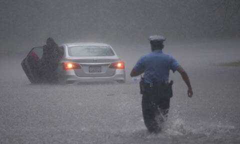 ΗΠΑ: Η τροπική καταιγίδα Ησαΐας σαρώνει τη χώρα