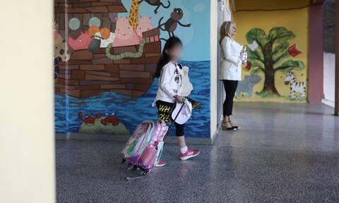 Κορονοϊός: Τι θα ισχύσει με τα σχολεία