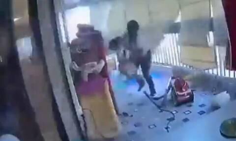 Εκρήξεις στη Βηρυτό: Η στιγμή που οικιακή βοηθός σώζει το παιδί που προσέχει