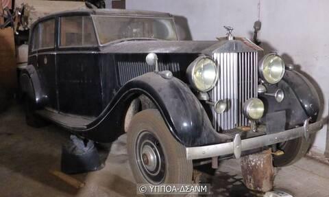 Κινούμενα μοντέρνα μνημεία τα αυτοκίνητα της πρώην βασιλικής οικογένειας