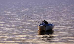 Ψάρευαν στο ποτάμι – Τρόμος με αυτό που πετάχτηκε ξαφνικά μπροστά τους (pics)