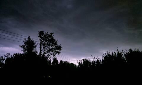 Καιρός: Η «Θάλεια» «κύκλωσε» τη χώρα - Σφοδρές καταιγίδες και χαλάζι «χτυπούν» την Ελλάδα
