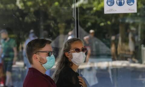 Κορονοϊός: Τα τρία συμπτώματα που εμφανίζουν σχεδόν όλοι οι ασθενείς