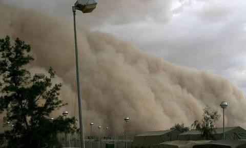 Τεράστια αμμοθύελλα «έπνιξε» σε ελάχιστο χρόνο ολόκληρο χωριό (vid)