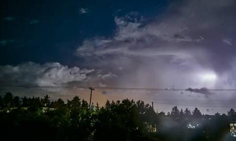 «Αγριεύει» ο καιρός: Καταιγίδες, χαλάζι και πτώση θερμοκρασίας την Παρασκευή