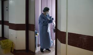 Κορονοϊός: Ποιοι θα κάνουν υποχρεωτικά τεστ επιστρέφοντας από την άδειά τους
