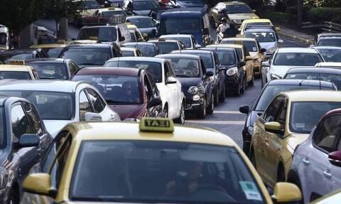 Μποτιλιάρισμα στην Αθηνών-Λαμίας: Ανετράπη όχημα