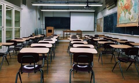 Πανικός σε σχολείο - Δύο παιδιά ανακάλυψαν κάτι τρομερό στην οροφή (vid)