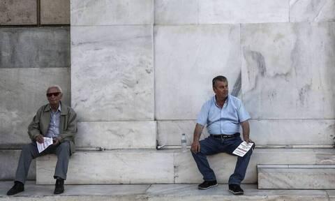 Πώς η γήρανση του ελληνικού πληθυσμού εμποδίζει την αξιοποίηση των 72 δισ. ευρώ
