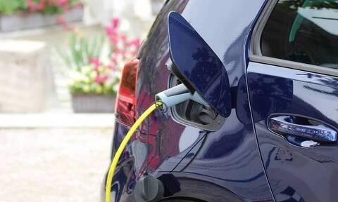 Δημοσιεύθηκε η ΚΥΑ για τη δράση «Κινούμαι Ηλεκτρικά» - Οι δαπάνες για την αγορά ηλεκτρικών οχημάτων