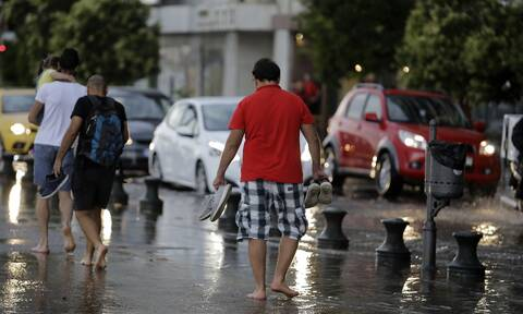 Καιρός: Η κακοκαιρία «κύκλωσε» την Αττική - Πού θα χτυπήσει τις επόμενες ώρες