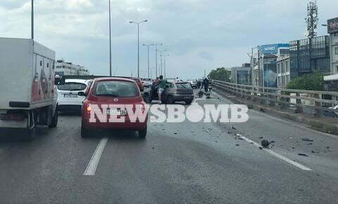 Τροχαίο στην Αθηνών-Λαμίας: Μηχανή «καρφώθηκε» στα κιγκλιδώματα
