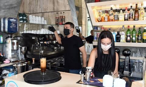Κορονοϊός - Eξαδάκτυλος: Γιατί πρέπει να προτιμάμε μάσκα αντί προσωπίδας