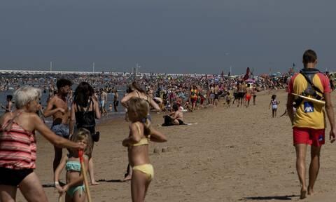 Κορονοϊός: Βούλιαξαν οι παραλίες στην Ευρώπη - Άγριο ξύλο στο Βέλγιο