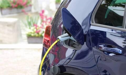 Ηλεκτρικά αυτοκίνητα: Ξεκινάει το πρόγραμμα - Δείτε πώς θα λάβετε επιδότηση