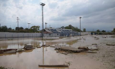 Πλημμύρες Εύβοια-Απίστευτες εικόνες: Τα νερά «κατάπιαν» το γήπεδο!