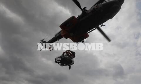 Ρεπορτάζ Newsbomb.gr - Πλημμύρες στην Εύβοια: Συγκλονιστικές εικόνες από τη διάσωση ηλικιωμένης