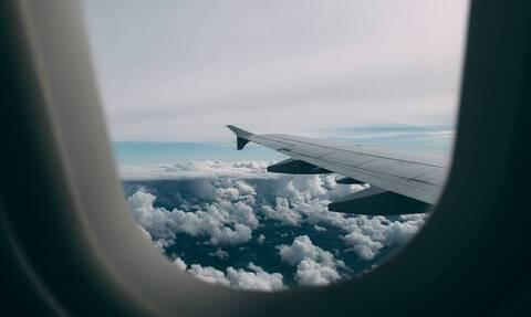 Κοίταξε το παράθυρο κατά την απογείωση - Τρελάθηκε μ' αυτό που είδε (vid)