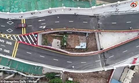 Απίστευτο! Γέφυρα περνά γύρω από σπίτι! (pics+vid)
