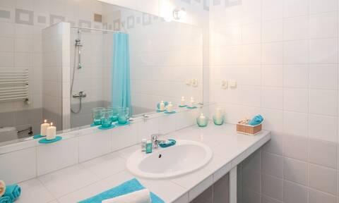 Αυτό είναι το κόλπο για να μην θολώνει ο καθρέφτης στο μπάνιο (pics)