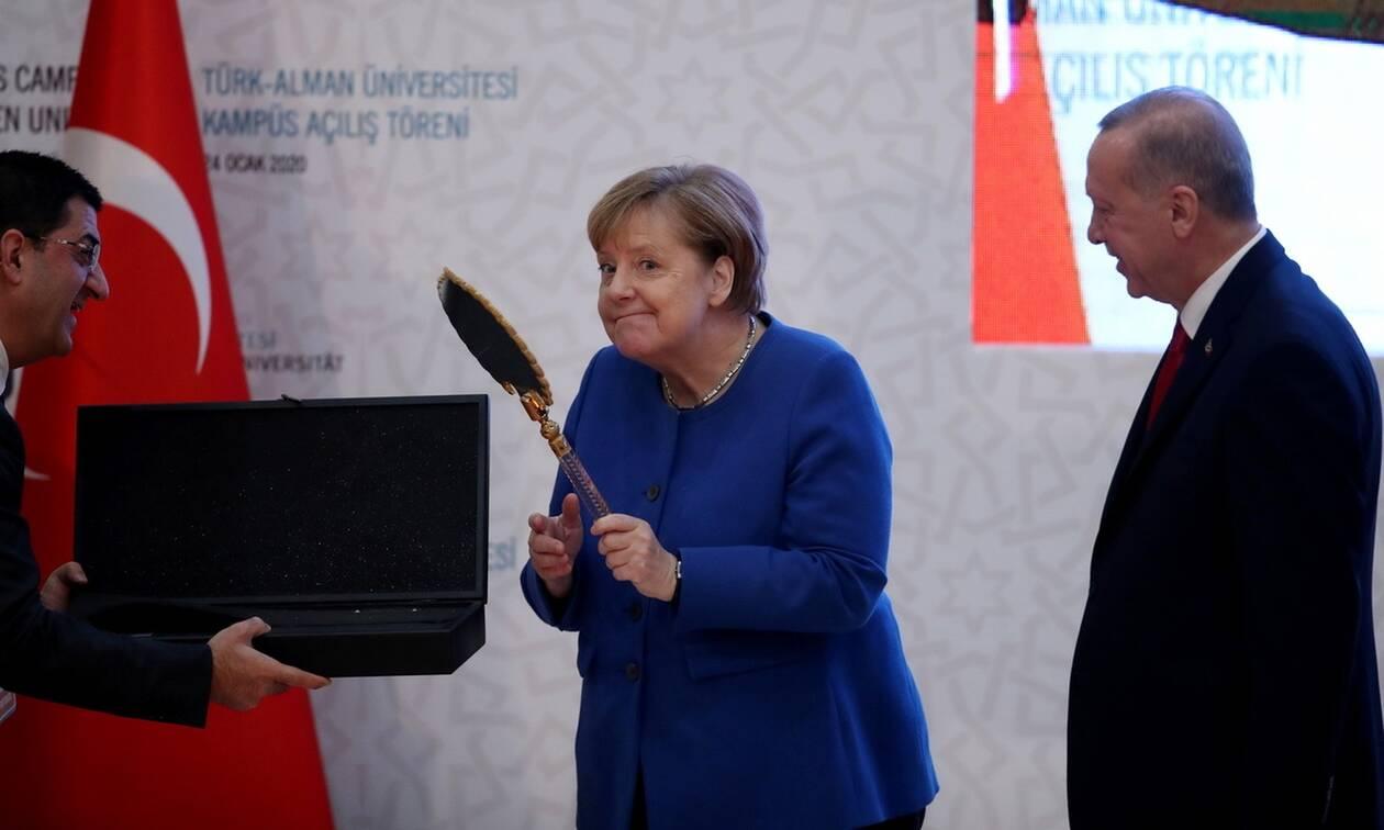 Απίστευτα πράγματα: Η Μέρκελ μας καλεί να κάνουμε διάλογο με τους Τούρκους