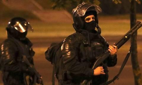 В центре Минска силовики разгоняют протестующих с применением спецсредств
