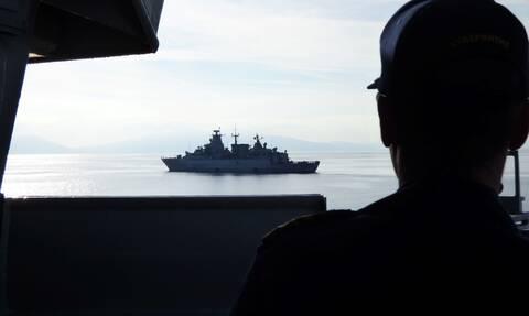 Ολονύχτιο θρίλερ στο Αιγαίο: O Στόλος «στρίμωξε» το Oruc Reis–Κίνδυνος έντασης και σε άλλες περιοχές