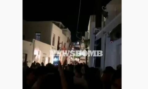 Κορονοϊός - Μύκονος: Απίστευτες εικόνες το τελευταίο βράδυ πριν κλείσουν τα μπαρ