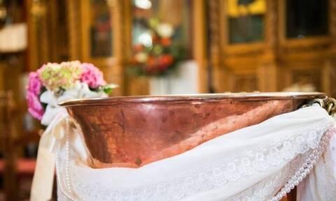 Τραγουδιστής βάφτισε τον γιο του με μόλις 23 καλεσμένους λόγω κορονοϊού