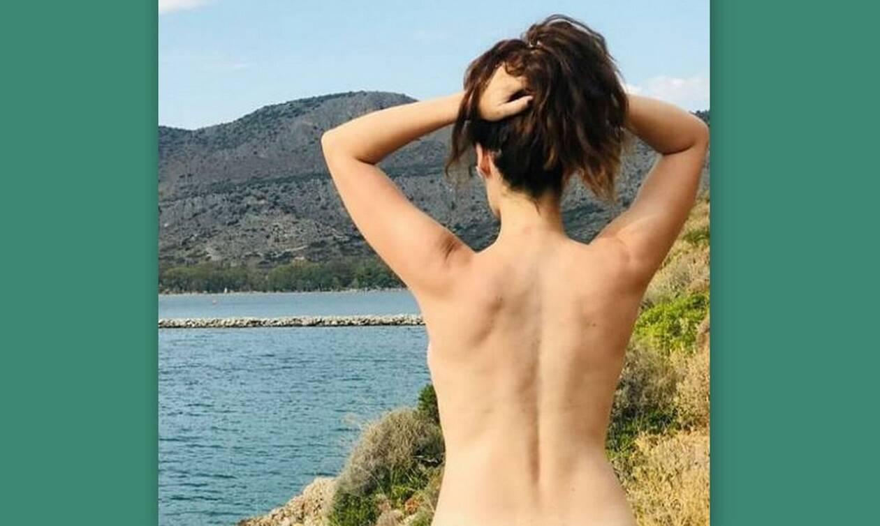 Ελληνίδα ηθοποιός ποζάρει topless και στέλνει το δικό της μήνυμα -