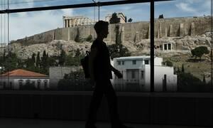 Κορονοϊός: Τρομάζει η διασπορά στην Αττική – Νέοι που επιστρέφουν από τα νησιά τα κρούσματα