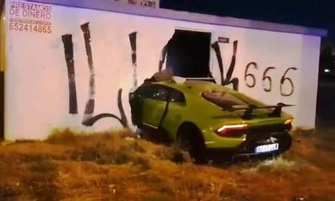Δανείστηκε τη Lamborghini φίλου του και την διάλυσε σε τοίχο (vid)