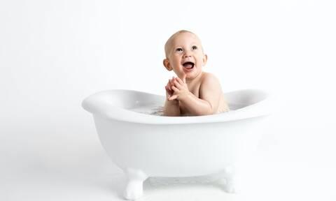 Κλάμα μωρού στο μπάνιο και το λούσιμο: Τι να κάνετε