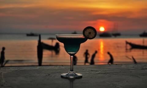 Κορονοϊός: Κλείνουν τα μπαρ και τα πάρτι συνεχίζονται στις παραλίες (vids+pics)