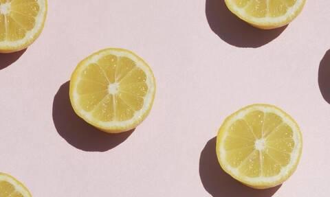 Nερό με λέμόνι: Τι θα σου συμβεί αν πίνεις κάθε μέρα για ένα μήνα;