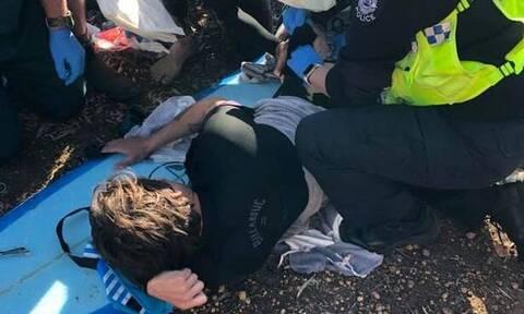 Σώθηκε από επίθεση καρχαρία χτυπώντας τον με γροθιές και σανίδα (pics)