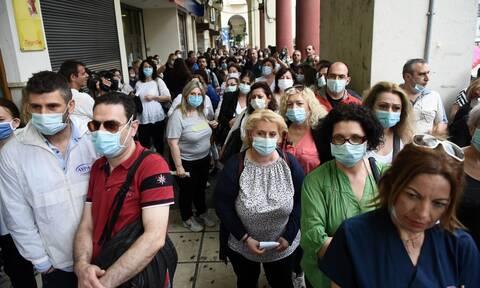 Κορονοϊός - Εφιαλτικό σενάριο: Μάσκα παντού για τους επόμενους έξι μήνες