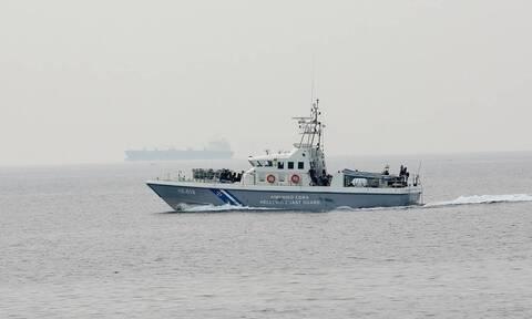 Φωτιά σε φορτηγό πλοίο στο στενό Καφηρέα